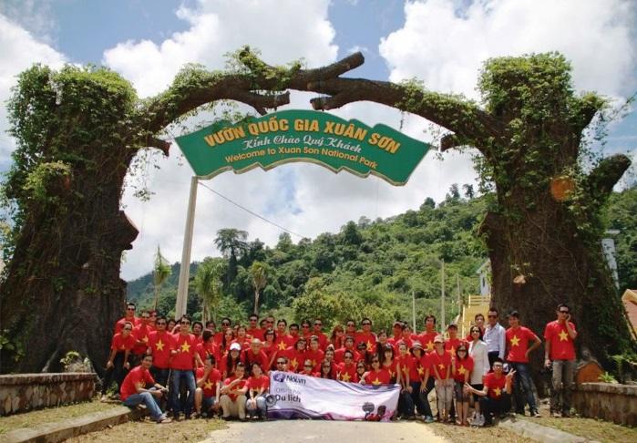 Du khách đến với Khu du lịch Vườn quốc gia Xuân Sơn
